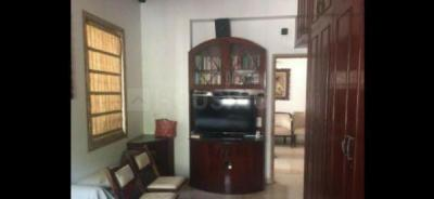 Gallery Cover Image of 650 Sq.ft 2 BHK Apartment for rent in Usha Sadan Apartment, Cuffe Parade for 75000