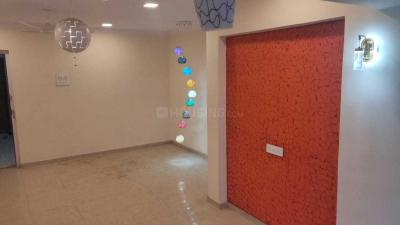 Gallery Cover Image of 750 Sq.ft 2 BHK Apartment for rent in Santacruz West for 45000