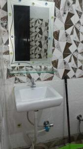 Common Bathroom Image of Luxury PG For Girls Like Hotel in Dwarka Mor