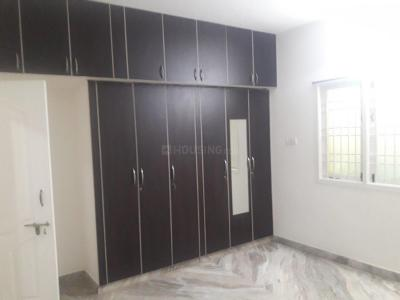 Gallery Cover Image of 1250 Sq.ft 2 BHK Apartment for rent in Velachery for 21000