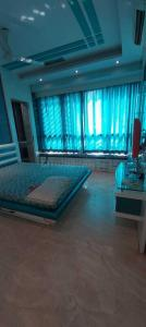 Gallery Cover Image of 850 Sq.ft 2 BHK Apartment for rent in Velentine B5, Malad East for 40000