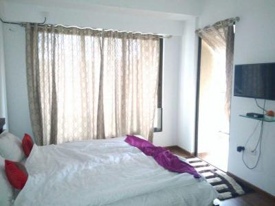 Gallery Cover Image of 1250 Sq.ft 2 BHK Apartment for rent in Kandivali East for 45000