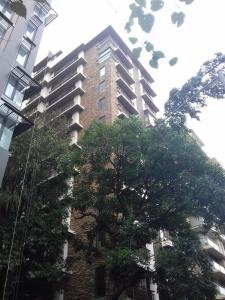 Gallery Cover Image of 1700 Sq.ft 3 BHK Apartment for buy in Juhu for 51000000