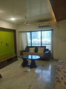 Gallery Cover Image of 705 Sq.ft 1 BHK Apartment for rent in Prabhadevi for 65000