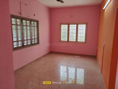 Gallery Cover Image of 2400 Sq.ft 3 BHK Villa for rent in Murungapakkam for 15000
