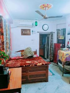 Gallery Cover Image of 400 Sq.ft 1 BHK Independent Floor for buy in Beniapukur for 1700000