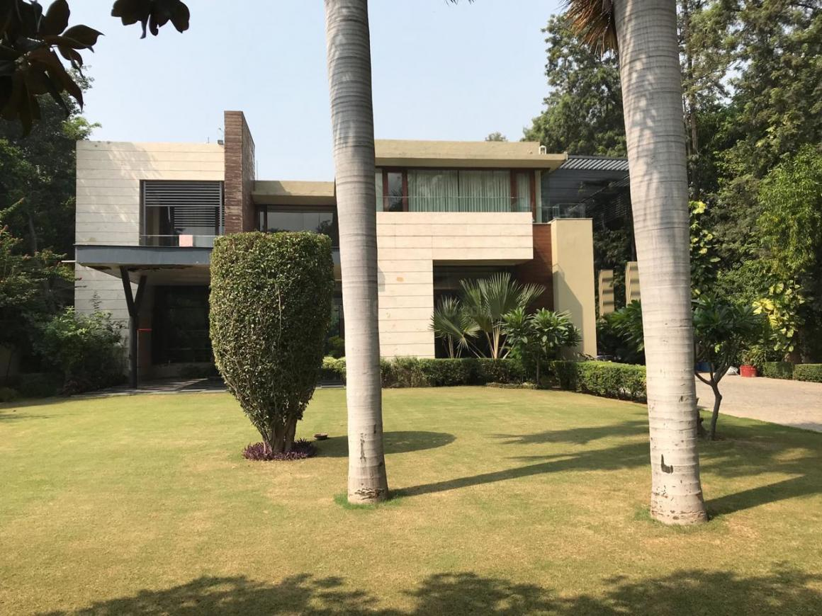 Building Image of 11000 Sq.ft 5 BHK Independent House for buy in DLF Farms for 365000000
