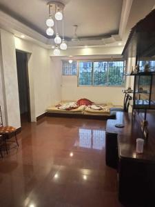 Gallery Cover Image of 690 Sq.ft 2 BHK Apartment for rent in Manish Sunflowers Apartment, Andheri West for 45000