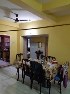 Gallery Cover Image of 1300 Sq.ft 3 BHK Apartment for rent in sayan apartment, South Dum Dum for 15000