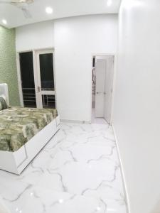 Gallery Cover Image of 645 Sq.ft 3 BHK Apartment for buy in Sudarshan Amrit Homes, Sector 88 for 2633000