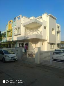 Gallery Cover Image of 2205 Sq.ft 4 BHK Independent House for buy in Sola Village for 27000000