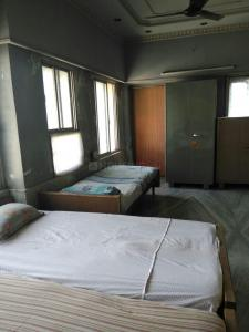 Bedroom Image of Jain PG in New Alipore