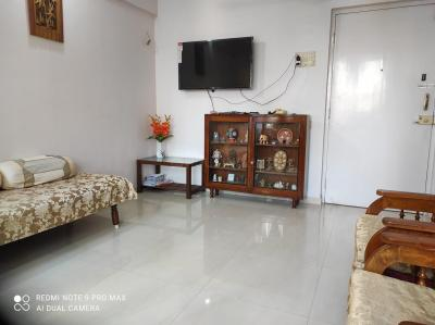 Gallery Cover Image of 1000 Sq.ft 2 BHK Apartment for rent in Shivneri, Dadar East for 76000
