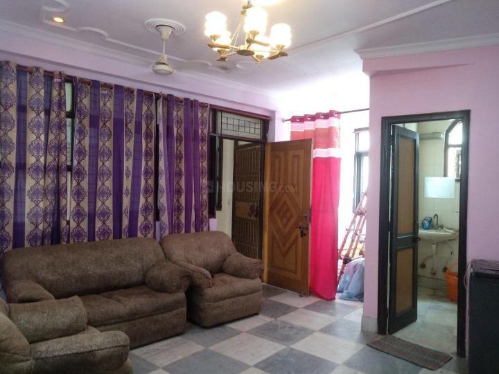 छत्तरपुर में साई पीजी में लिविंग रूम की तस्वीर