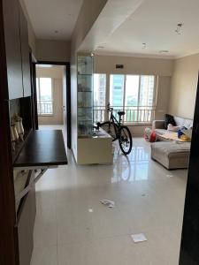 Gallery Cover Image of 1000 Sq.ft 2 BHK Apartment for rent in Kabra Aurum, Goregaon West for 45000