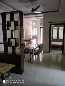 Gallery Cover Image of 1400 Sq.ft 2 BHK Apartment for rent in Madhapur for 28000