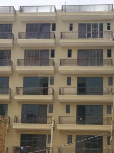 Gallery Cover Image of 1350 Sq.ft 3 BHK Apartment for rent in Ashok Vihar Phase III Extension for 15000