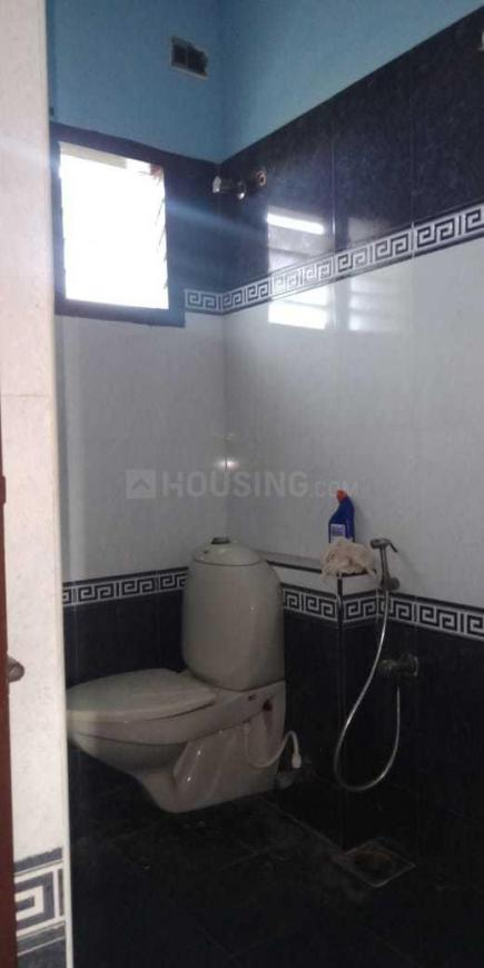 Bathroom Image of 1200 Sq.ft 2 BHK Apartment for rent in Thoraipakkam for 15000