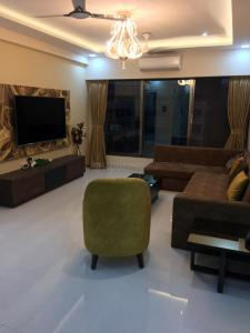 Gallery Cover Image of 1250 Sq.ft 3 BHK Apartment for rent in Juhu for 160000