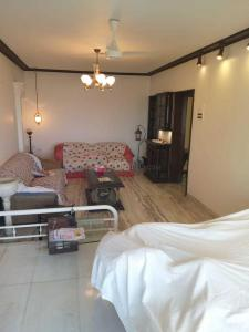 Gallery Cover Image of 2200 Sq.ft 3 BHK Apartment for rent in Bandra West for 200000