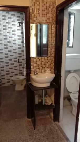 मुलुंड वेस्ट में वीणा नगर के बाथरूम की तस्वीर