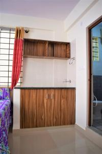 Gallery Cover Image of 250 Sq.ft 1 RK Apartment for rent in Kartik Nagar for 13000