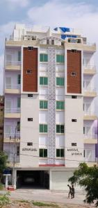 Gallery Cover Image of 1300 Sq.ft 3 BHK Apartment for buy in Toli Chowki for 3800000