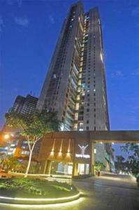 Gallery Cover Image of 1763 Sq.ft 3 BHK Apartment for rent in Goregaon West for 100000