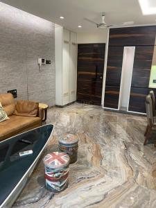 Gallery Cover Image of 1250 Sq.ft 3 BHK Apartment for buy in Siddhi Group Highland Gardens, Thane West for 13800000