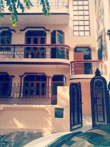 Gallery Cover Image of 1350 Sq.ft 4 BHK Independent House for buy in Gamma I Greater Noida for 7500000