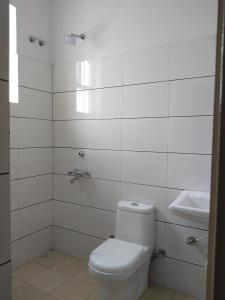 Bathroom Image of 591 Sq.ft 2 BHK Apartment for buy in Adore Happy Homes Exclusive, Sector 86 for 2221000