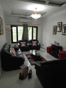 Gallery Cover Image of 1500 Sq.ft 4 BHK Apartment for buy in Vasant Kunj for 33000000