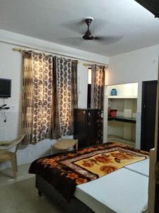 Gallery Cover Image of 350 Sq.ft 1 RK Independent House for rent in Sarita Vihar for 13000