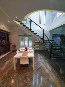 Gallery Cover Image of 2700 Sq.ft 4 BHK Independent House for buy in JP Nagar for 79800000
