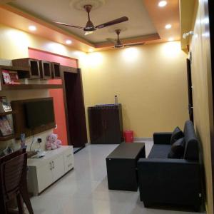 Gallery Cover Image of 969 Sq.ft 2 BHK Apartment for rent in Kaikhali for 20000