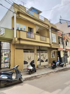 Gallery Cover Image of 1200 Sq.ft 3 BHK Independent House for buy in Devara Jeevanahalli for 12500000