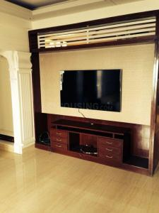 Gallery Cover Image of 1250 Sq.ft 2 BHK Apartment for rent in Mahagun Moderne, Sector 78 for 17000