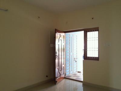 Gallery Cover Image of 811 Sq.ft 2 BHK Apartment for buy in Korattur for 4300000