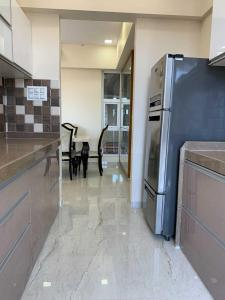 Gallery Cover Image of 1250 Sq.ft 2 BHK Apartment for rent in L&T Crescent Bay T2, Parel for 75000