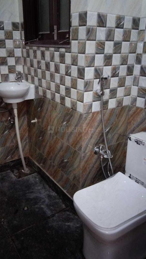 Common Bathroom Image of 720 Sq.ft 2 BHK Independent Floor for rent in Sector 19 Dwarka for 25000