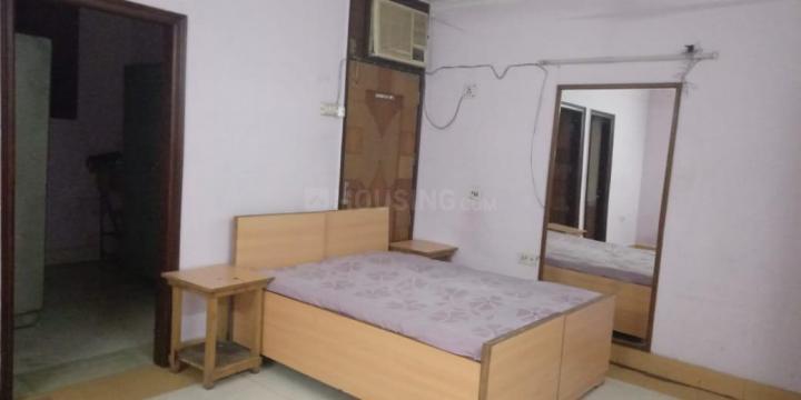 नाराइना में योगिता गुलाटी के लिविंग रूम की तस्वीर