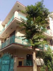 Gallery Cover Image of 2400 Sq.ft 2 BHK Independent House for rent in Eta 1 Greater Noida for 7000