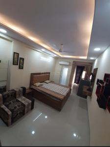 Gallery Cover Image of 550 Sq.ft 1 RK Independent House for rent in DLF Phase 3 for 12000