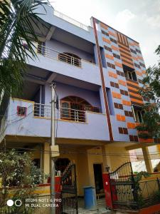 Gallery Cover Image of 3300 Sq.ft 10 BHK Independent House for rent in Kothapet for 80000