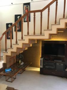 Gallery Cover Image of 1950 Sq.ft 3 BHK Independent Floor for rent in Sector 23A for 48000