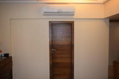Gallery Cover Image of 550 Sq.ft 2 BHK Apartment for rent in Jolly Highrise Apartments, Bandra West for 125000