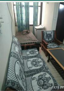 Gallery Cover Image of 450 Sq.ft 1 BHK Apartment for rent in Sector 23 Dwarka for 8000
