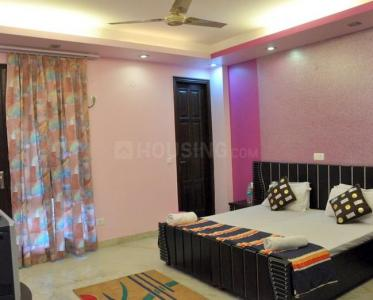 Gallery Cover Image of 2000 Sq.ft 3 BHK Apartment for rent in Ashok Vihar for 45000