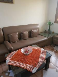 Gallery Cover Image of 750 Sq.ft 2 BHK Independent Floor for rent in Vikaspuri for 18500