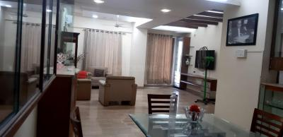 Gallery Cover Image of 1800 Sq.ft 3 BHK Apartment for rent in Saiprasad CHS, Bandra East for 130000